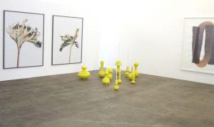 Werke von Thomas Flechtner (links), Fabien Clerc (mitte) und Andrea Heller (rechts) 2019 im Kunstraum Medici in Solothurn. (Foto: Eva Buhrfeind)