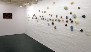 Blick in die Ausstellung von Ulrich Studer 2020 in der Galerie Löiegruebe, Solothurn. (Foto: Eva Buhrfeid)